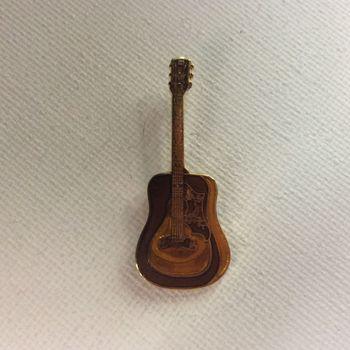 Pin - Dove gitaar