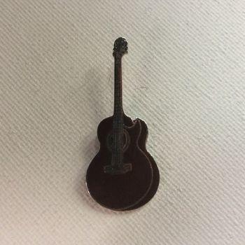 Pin - Folkgitaar met cutaway