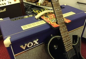 Guitar Strutt - Gitaarhouder voor versterkers - zwart
