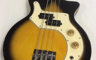 TWEEDEHANDS - Orange O-Bass met hoes in nieuwstaat!